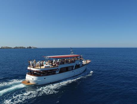 Private Tour by Boat Regina Maris from Dubrovnik (for up to 170 people)