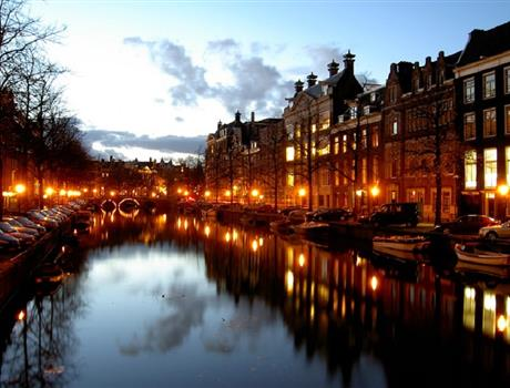 Walk Through Amsterdam Streets + Canal Cruise - Private Guided Tour