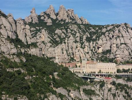 Barcelona Tour: Montserrat, Tapas Lunch and Wine Tasting
