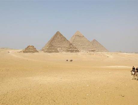 Giza Pyramids & Egyptian Museum Private Daily Tour from Cairo
