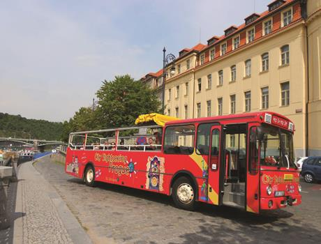 City sightseeing Bus Tour + Jewish Quarter & Castle Walking Tour in Prague