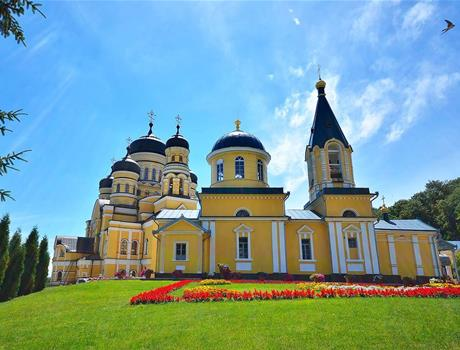 Day Trip to Chisinau, Cricova Winery and Hancu Monastery from Iasi