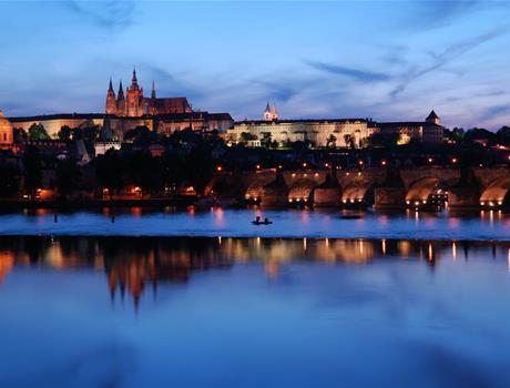 Prague: Cruise on the Vltava River with Dinner and Live Music Tour