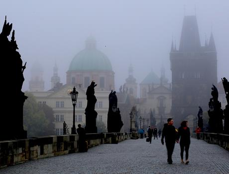 Dawn Photo Walking Tour in Prague