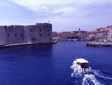 1 Hour Glass Boat Panorama Tour in Dubrovnik