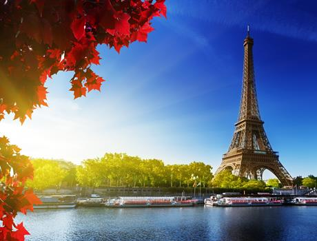 Escorted Tour: The Magic of Paris + Hop on/off ticket from London