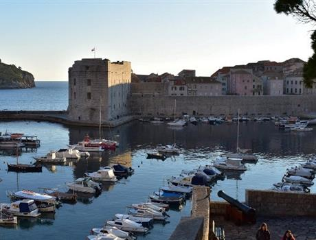 Experience City Walls Sunset Walk Tour in Dubrovnik