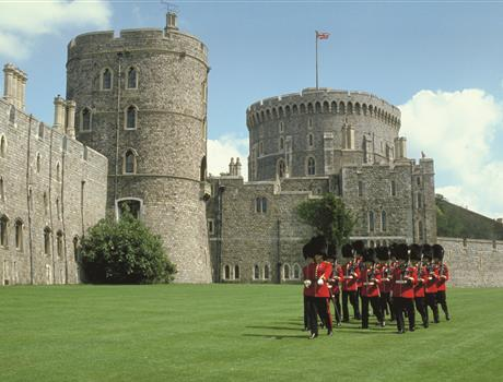 Full Day Tour from London: Windsor Castle & Stonehenge + Oxford