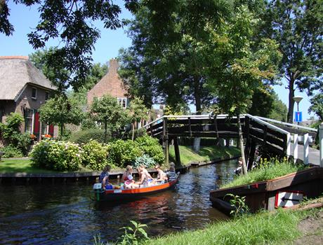 Giethoorn Full Day Small Group Tour from Amsterdam