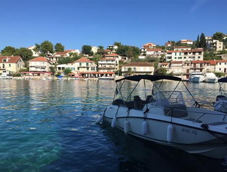 Full Day Boat Tour to Blue Lagoon and Šolta Island from Split or Trogir