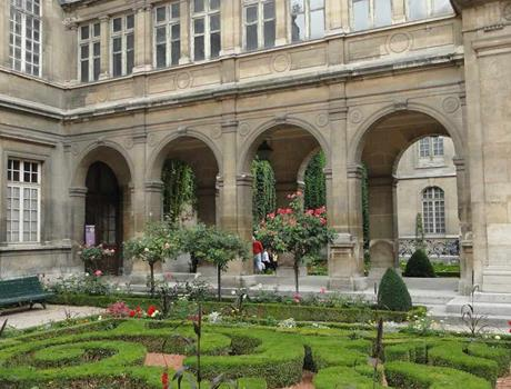 Guided Tour to Carnavalet Museum from Paris