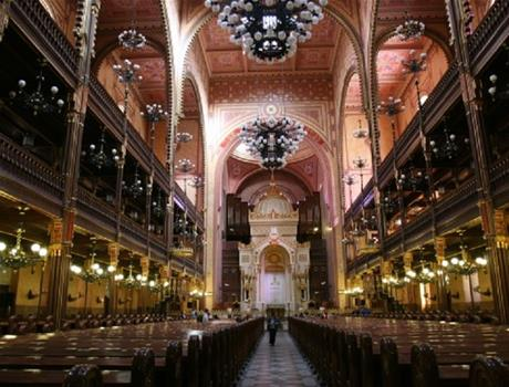 Essential Tour: Jewish heritage from Budapest