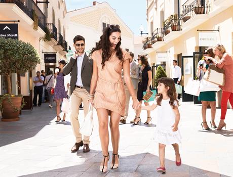 Shopping Express Tour to La Roca Village from Barcelona