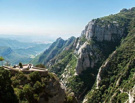 Montserrat and Cava Winery: Small Group Tour from Barcelona