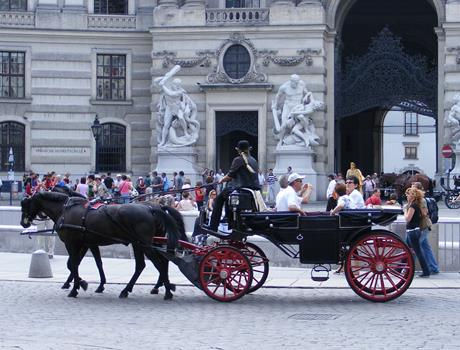 Private Full-Day Tour of Imperial Vienna from Budapest