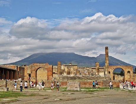 Private Full-Day Tour to Pompeii and Mt. Vesuvius with Winery Visit from Naples