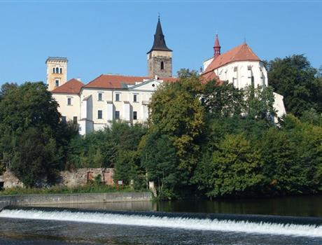 Private tour: Konopiště, Č. Šternberk & Sázava Monastery from Prague