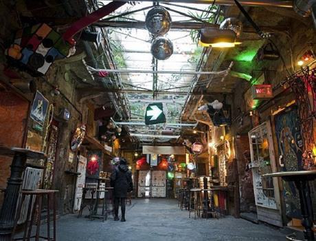 Ruin Pubs Tour - Alternative spots of Budapest