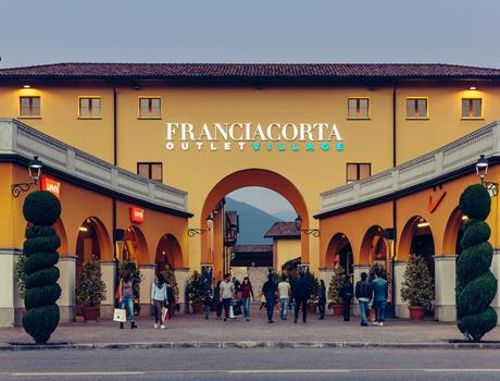 Shopping Tour from Bergamo to Franciacorta Outlet Village