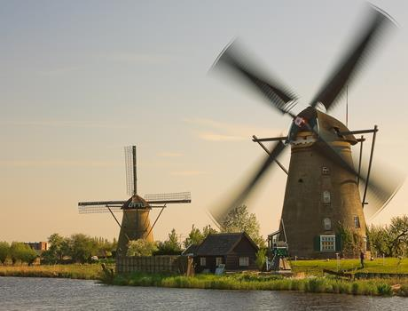 Small Group Full Day Trip to UNESCO'S Kinderdijk and The Hague incl. Mauritshuis from Amsterdam