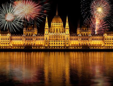 Dinner & Cruise with Fireworks from Budapest