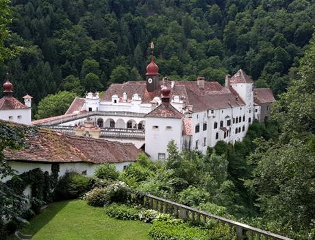 Styrian Castles Route and Graz Tour from Vienna in Russian Language