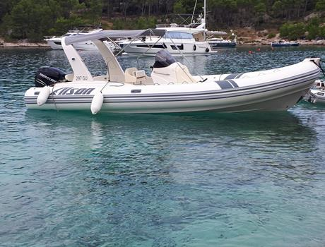Taxi Transfer by Speedboat Alson Flash 7.5 (for up to 12 people) from Split