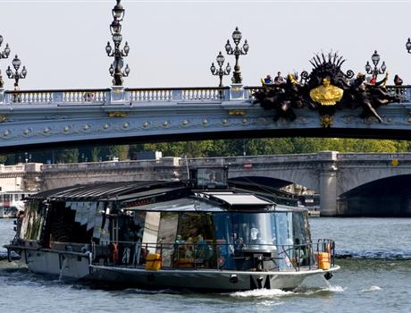 Unforgettable 2-Hour Lunch Cruise in the Heart of Paris