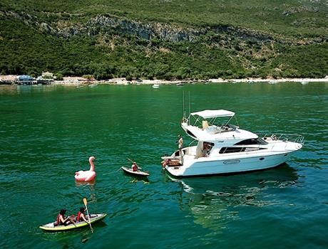Full Day Arrábida Private Yacht Tour from Lisbon