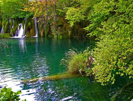 Private Transfer from Zagreb to Split with Visit of Plitvice Lakes (for up to 8 people)
