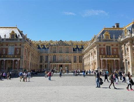 Cultural visit to Versailles + shopping in Paris