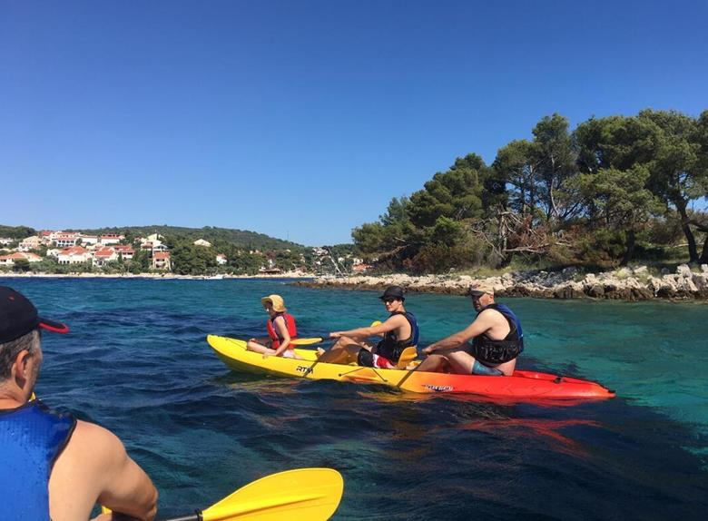 1 Hour Golden Beach Kayaking Tour from Maslinica