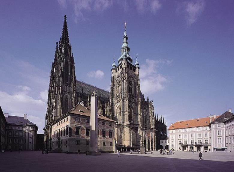 Explore Prague: 3-Hour Walking Tour of Old Town and Prague Castle