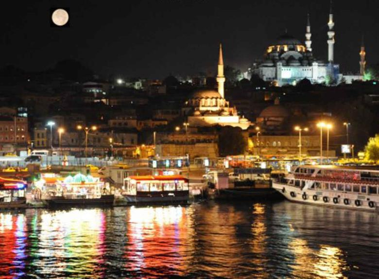 Dinner cruise on Bosphorus in Istanbul