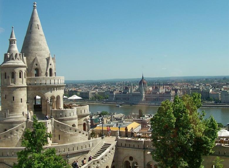 Royal Budapest Full Day Tour from Vienna