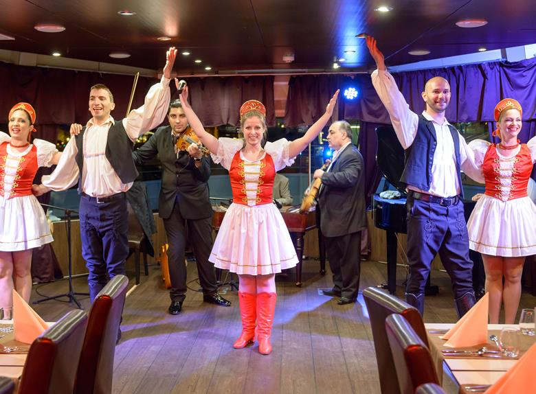 Dinner and Cruise with Operetta & Folklore Show from Budapest