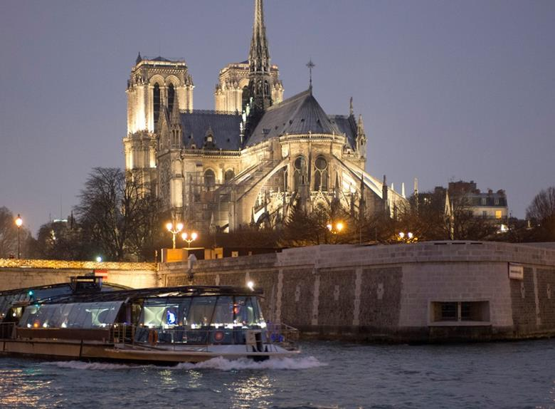 Discover Magnificient Paris on Seine Dinner Cruise- Optional Service8:30 pm