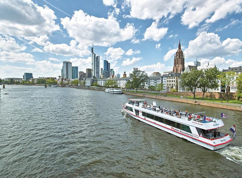 Frankfurt: Panorama Boat Cruise at Main River