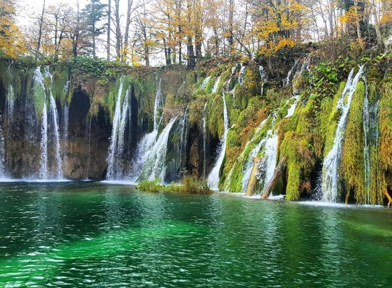 Full Day Trip To Plitvice Lakes National Park Rastoke Village From Zagreb 2021 Happytovisit Com