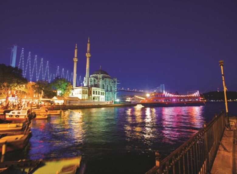Bosphorus by Night Dinner Cruise in Istanbul