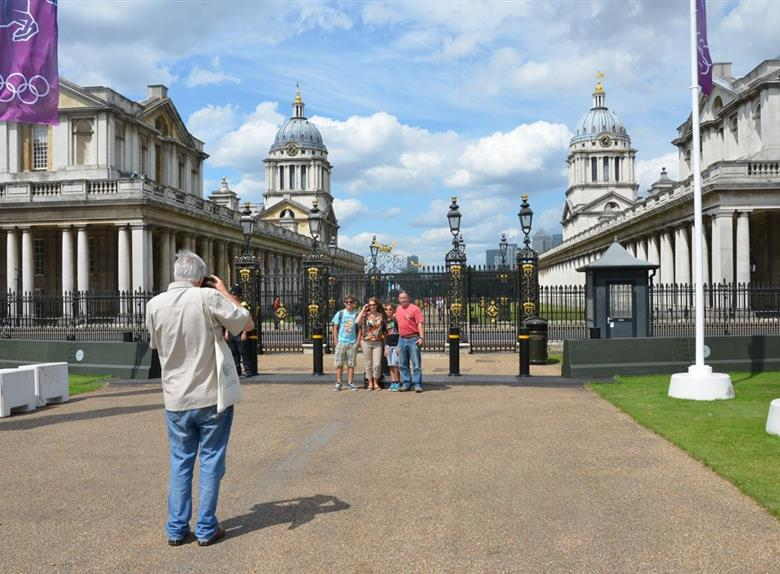 Discover Londons most famous sites on a Walking Tour