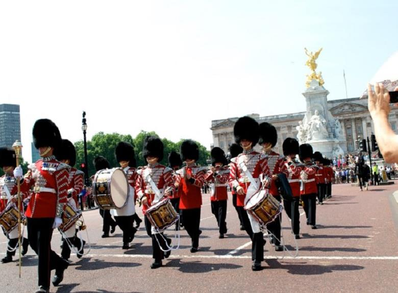 London: Changing of the Guard Tour