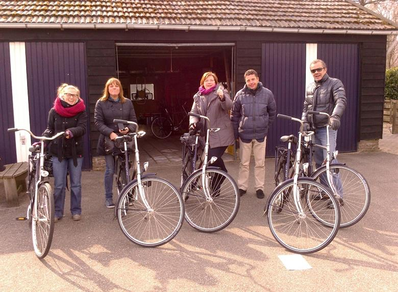 Marken, Volendam & Edam: Private Full Day Bike Tour from Amsterdam