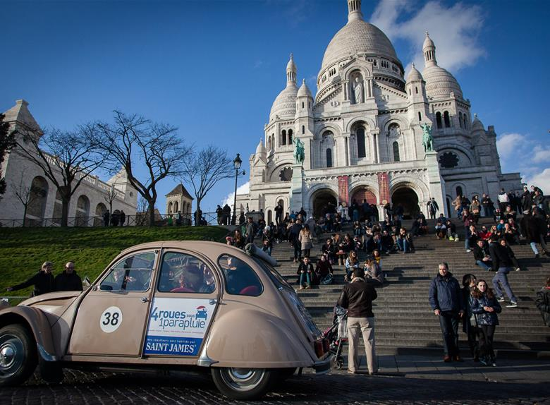 Mini Discovery Tour: Paris with Montmartre in 2CV