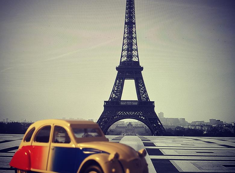 Mythical Paris Tour in a 2CV