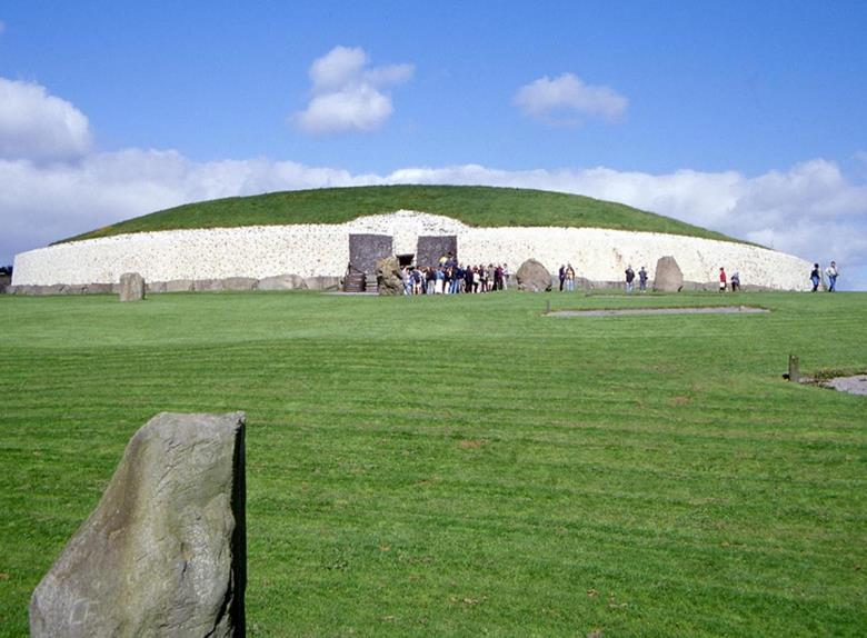 Newgrange & Hill of Tara Tour from Dublin