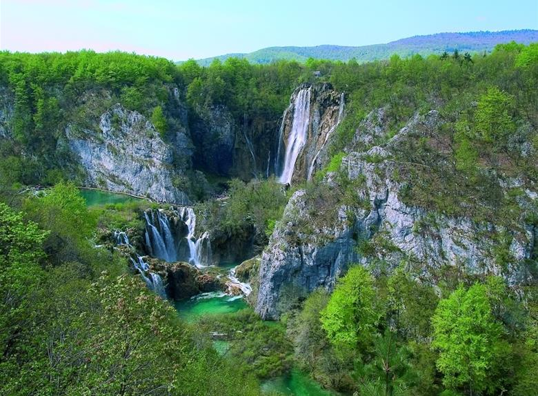Discover the beautiful National Park Plitvice Lakes
