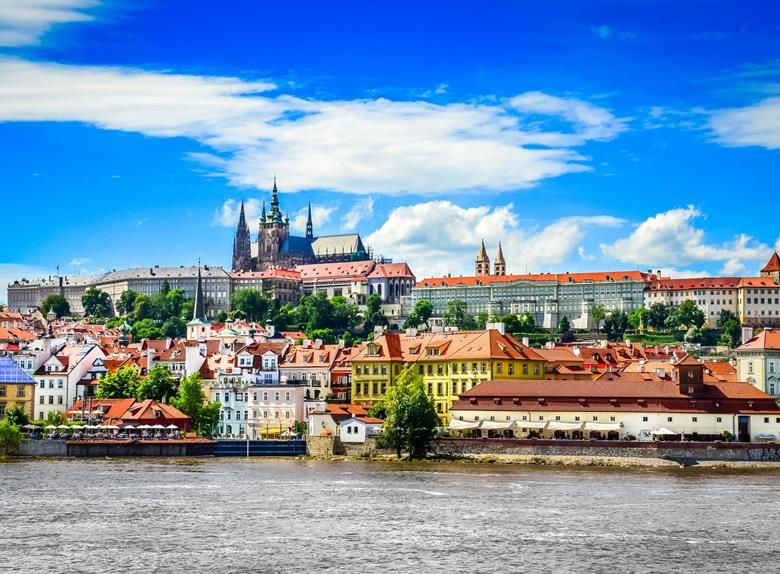 Take a Prague highlights tour by foot