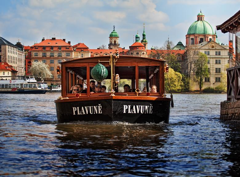 Prague: Hop-on Hop-off + Canal Cruise 24 or 48 hours