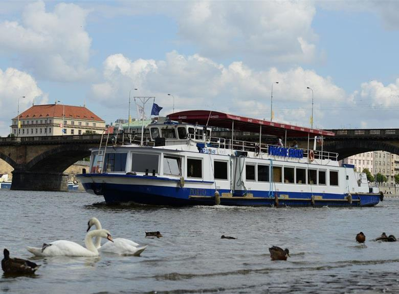PleasantPrague Lunch Cruise on the Vltava River